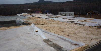 Утепление крыши опилками технология